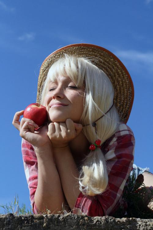 applejack_cosplay_by_atly_san-d56gxf5.jpg