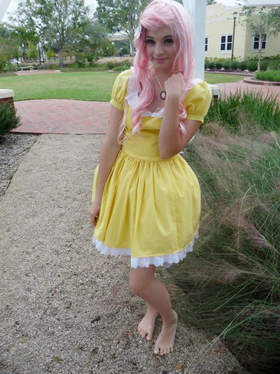 534815__safe_solo_fluttershy_clothes_smiling_photo_human_irl+human_cosplay_irl.jpeg