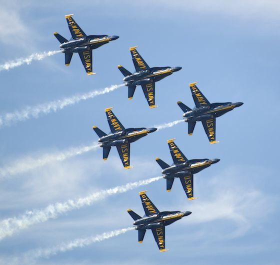 Blue_Angels_Flying_in_Delta_Formation_at_Miramar_560_530_80.jpg.30b2482a6e6ac21a933522ff67c386a1.jpg